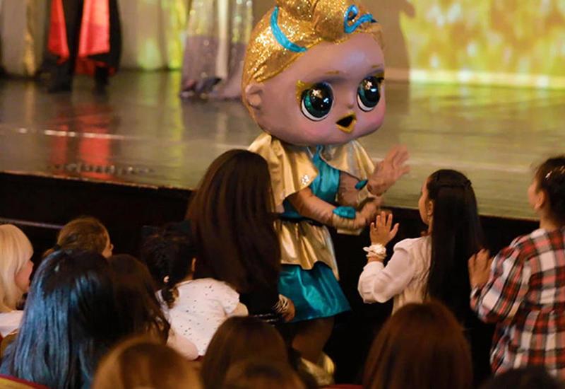 Эпатажные куклы LOL вызвали восторг бакинцев