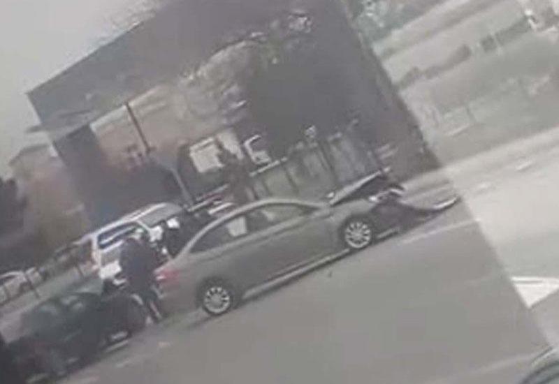 """Bakıda """"Mercedes"""" və """"Ford"""" toqquşdu: yaralananlar var - VİDEO"""
