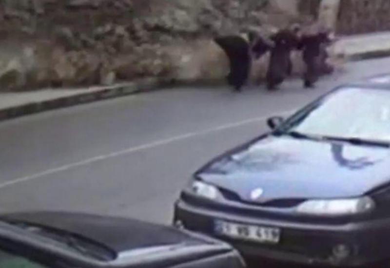 Три женщины успели отбежать от обрушившейся стены в Турции
