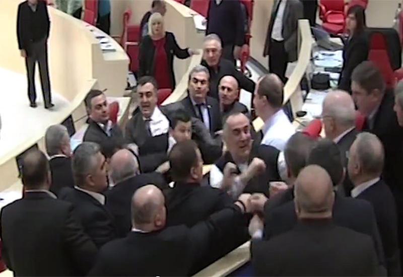 В грузинском парламенте произошла драка