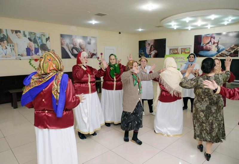 """Фонд Гейдара Алиева провел праздничное веселье в учреждении социального обслуживания <span class=""""color_red"""">- ФОТО</span>"""