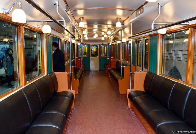 """Праздник в бакинской подземке: запущены ретро-вагоны <span class=""""color_red"""">- ВИДЕО</span>"""