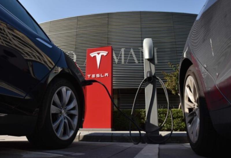 Tesla подала в суд на 4-х сотрудников