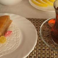 """Чай и пахлава в оккупированном Карабахе <span class=""""color_red"""">- провокационные фото жены Пашиняна</span>"""