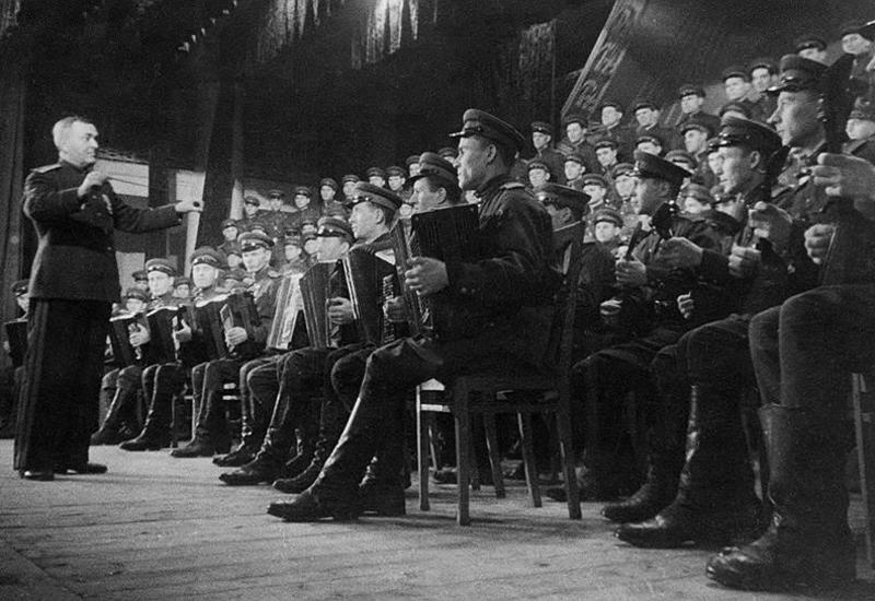 Почему с 1956 по 1977 год в СССР было запрещено петь государственный гимн