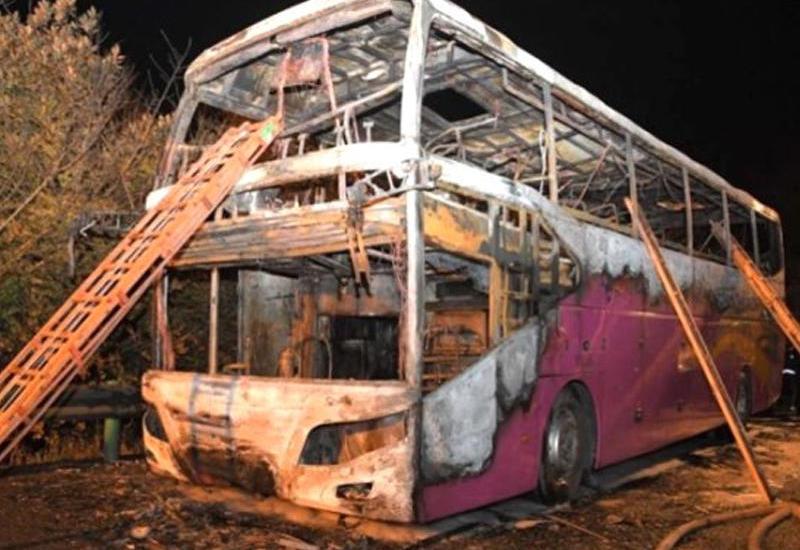 Çində 2 mərtəbəli tur avtobusu alışdı: 26 nəfər yanıb öldü