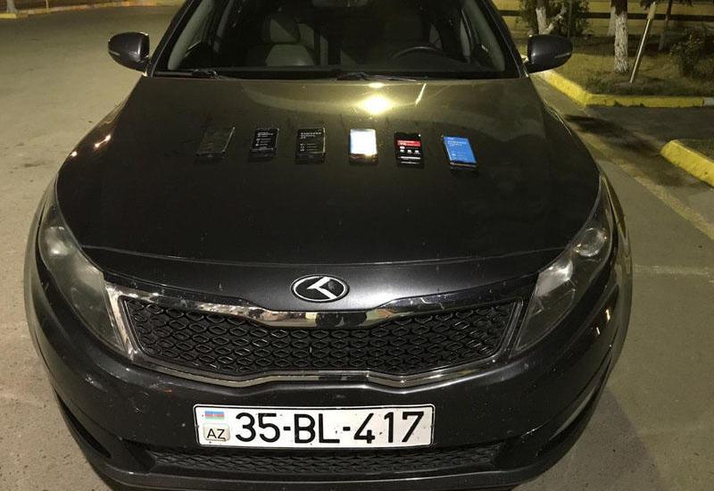Gömrükdə avtomobillərdən 14 mobil telefon çıxdı - FOTO