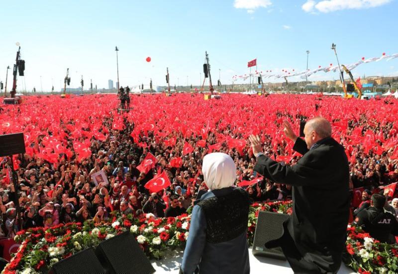 В Стамбуле на митинг в поддержку партии Эрдогана пришло более полутора миллиона человек
