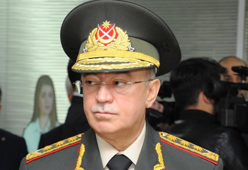 Глава МЧС прибыл на место крупного пожара в Баку