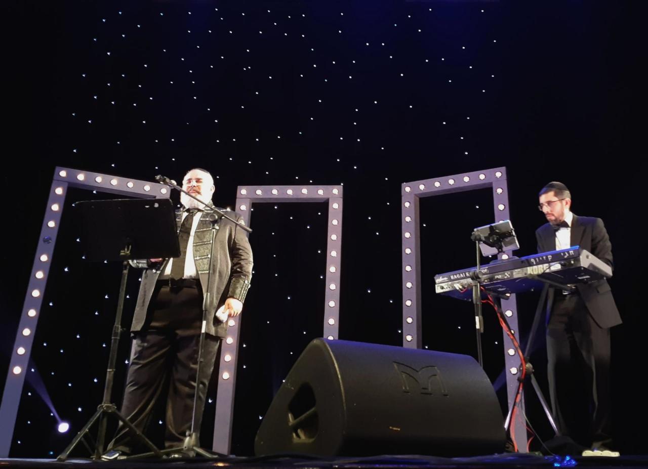 В Баку состоялся концерт популярного израильского певца
