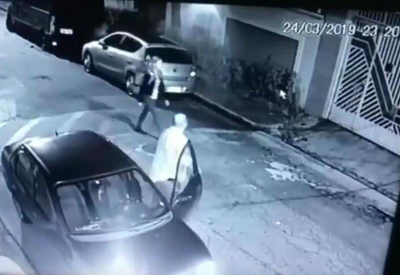 Девушка-полицейский оперативно обезвредила напавшего на нее грабителя