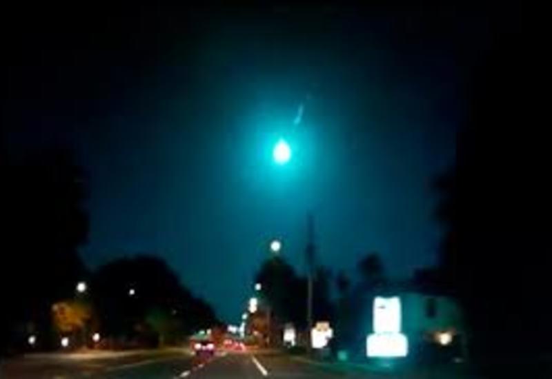 В небе над Флоридой пролетел голубой метеор