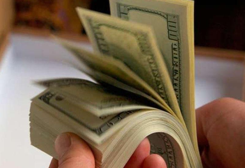 В Азербайджане стали реже покупать доллары