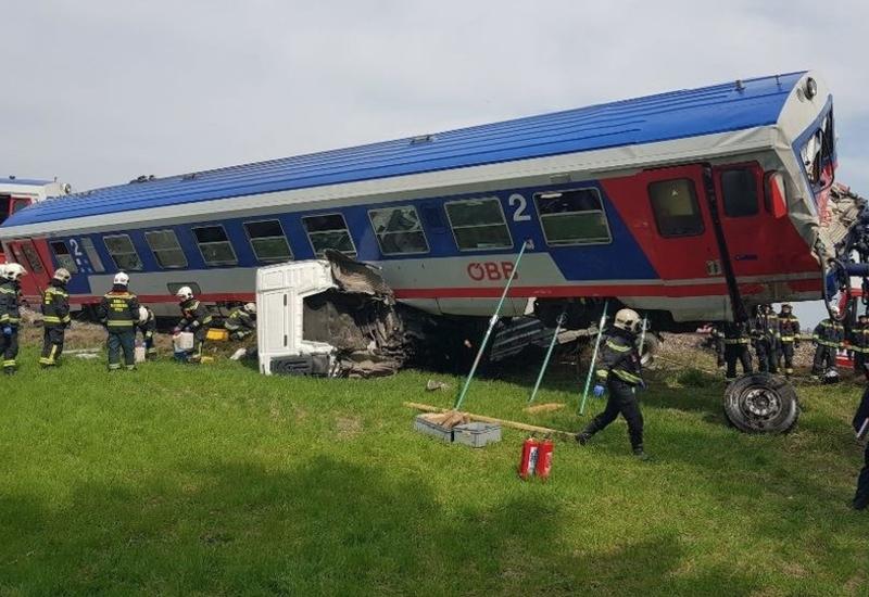 В Вене поезд протаранил грузовик, есть раненые