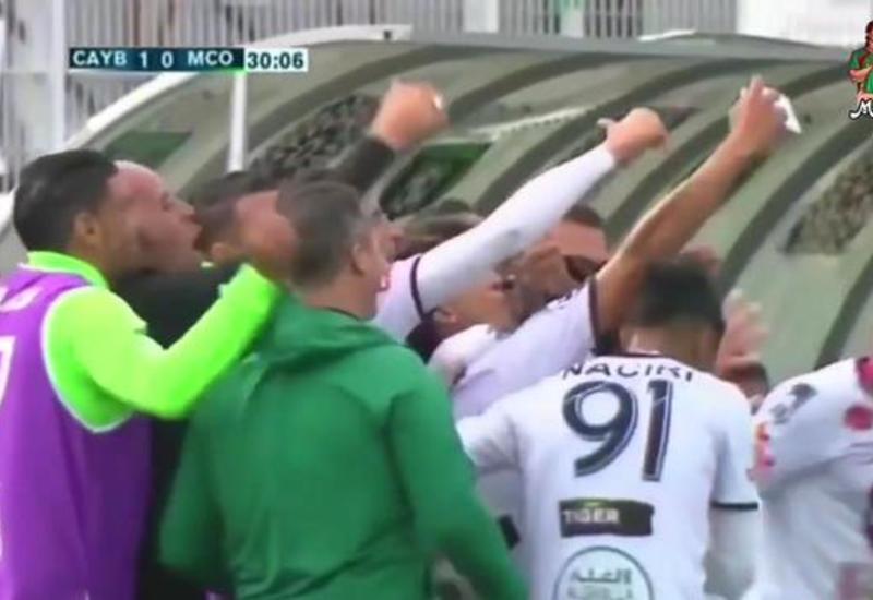 Футболисты отпраздновали гол групповым селфи и сразу пропустили в свои ворота