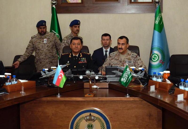 Наджмеддин Садыков на переговорах с командующим ВВС Саудовской Аравии