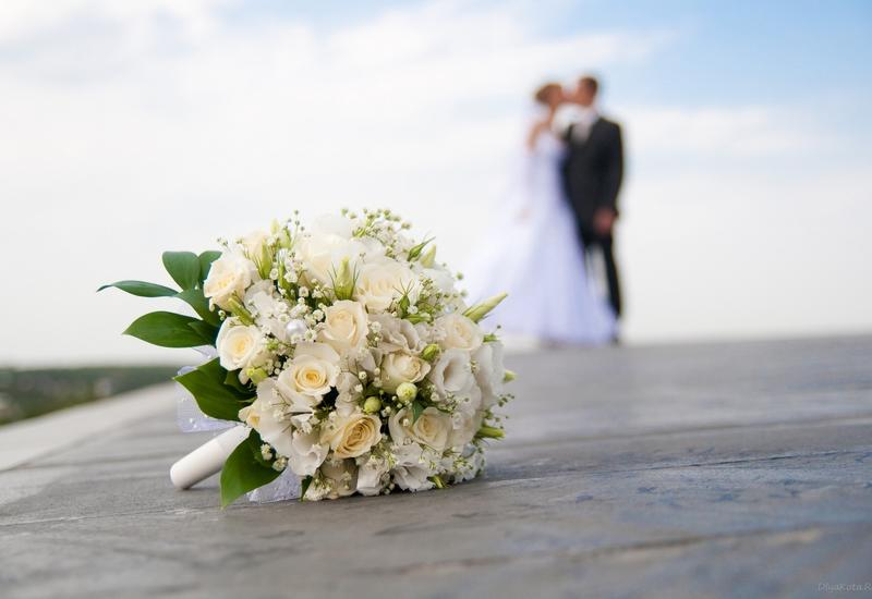 Бывшая девушка парня заявилась на свадьбу в белом платье и устроила скандал
