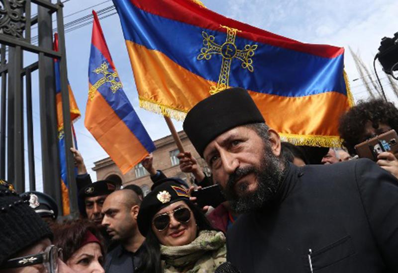Вопрос ЛГБТ довел армянского депутата до религиозной истерии