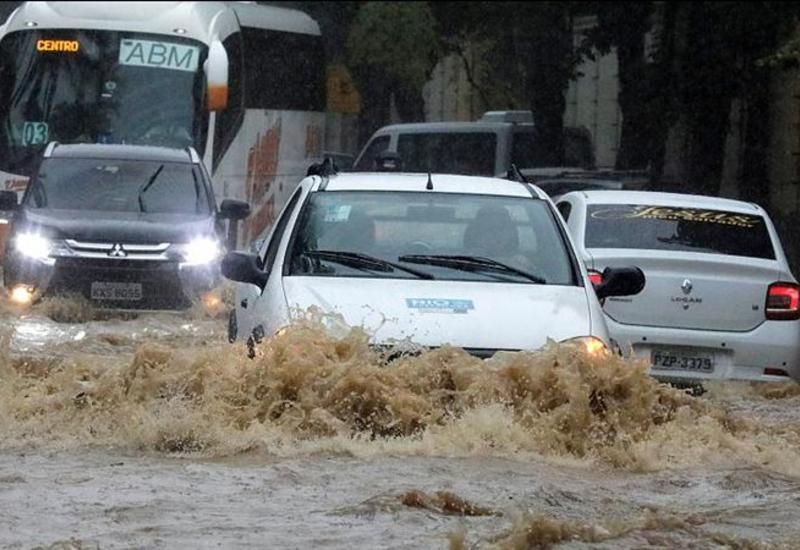 Мощное наводнение и оползень в Бразилии