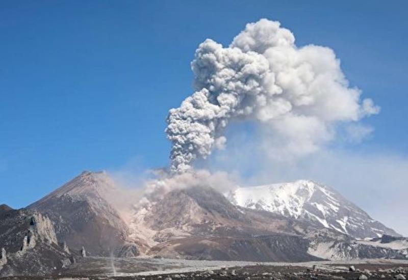 В России вулкан выбросил десятикилометровый столб пепла
