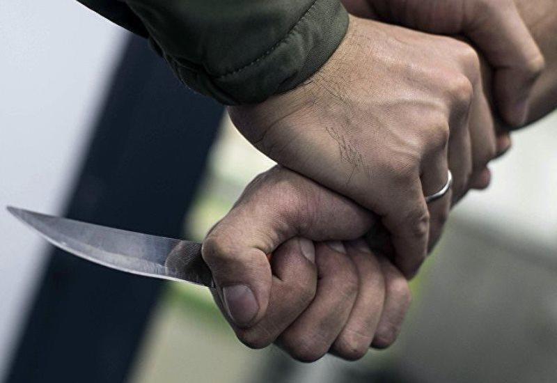 Bakıda gənclər arasında dava düşüb, 2 nəfər bıçaqlanıb