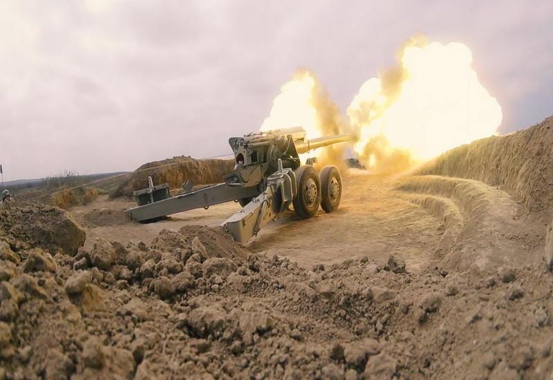 Боевые стрельбы азербайджанской армии в прифронтовой полосе