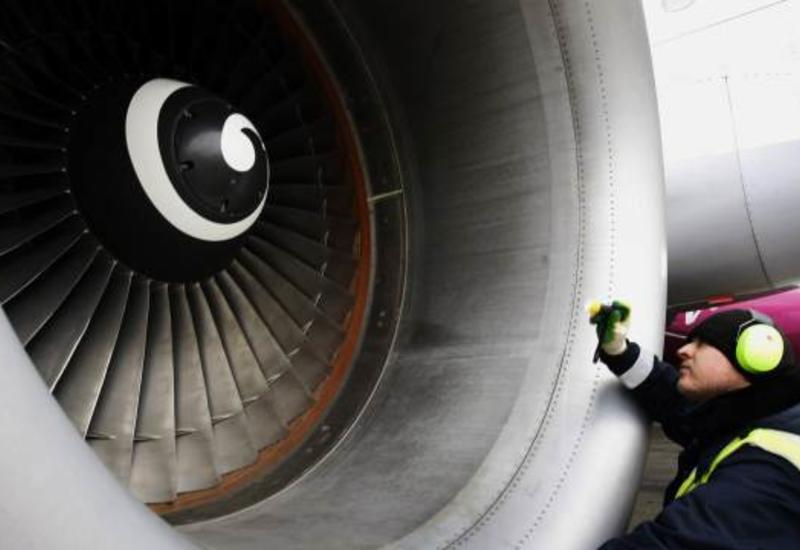 В Китае задержали мужчину, бросавшего монеты в двигатель самолета