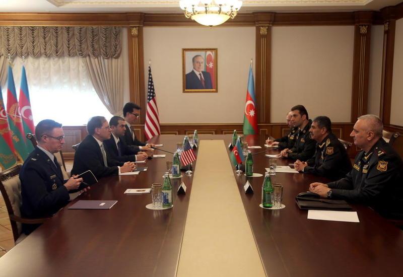 Закир Гасанов на переговорах с американском послом