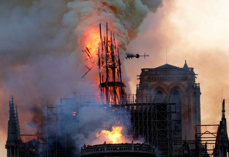 Пожар внутри собора Парижской Богоматери сняли на камеры