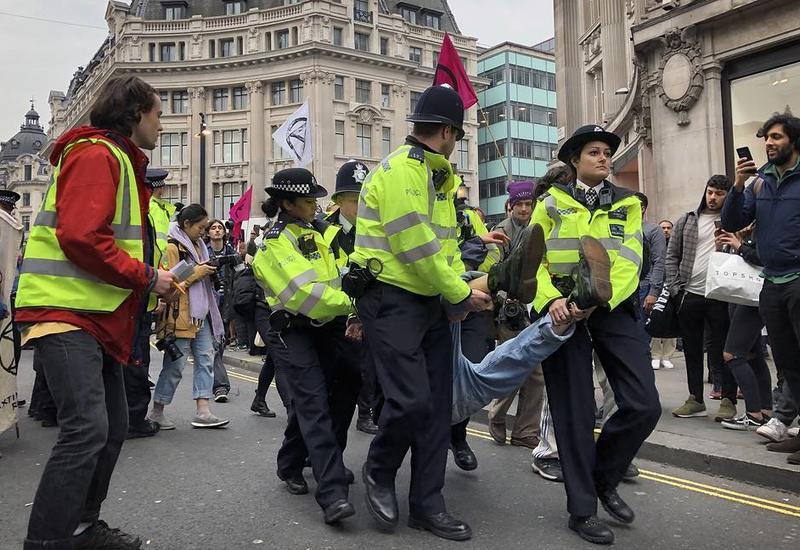 В Лондоне задержали более 300 экологических активистов