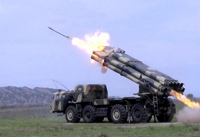 Азербайджан поднял по тревоге артиллерию