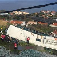 """Трагедия в Португалии: автобус с туристами упал на крышу дома, десятки погибших <span class=""""color_red""""> - ФОТО - ВИДЕО</span>"""