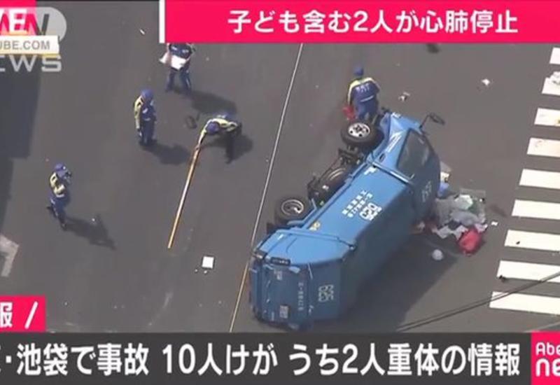 Мусоровоз сбил группу людей в Токио