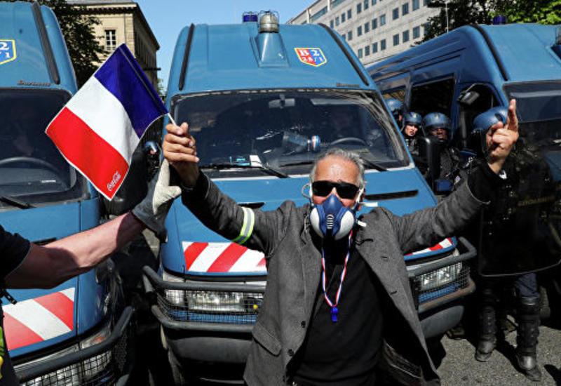 """В Париже на акции """"желтых жилетов"""" начались беспорядки"""