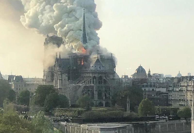 Стало известно, как начался пожар в соборе Парижской Богоматери
