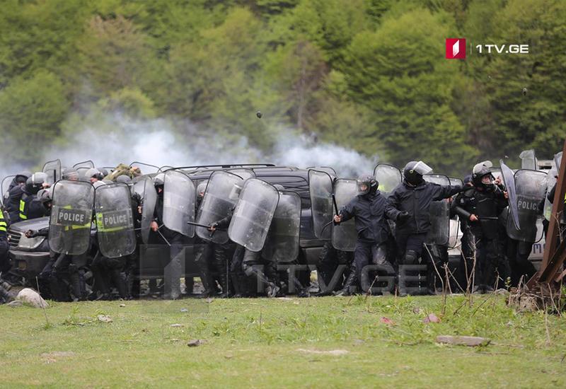 """Массовые беспорядки в Грузии, полиция применила силу <span class=""""color_red""""> - ФОТО</span>"""