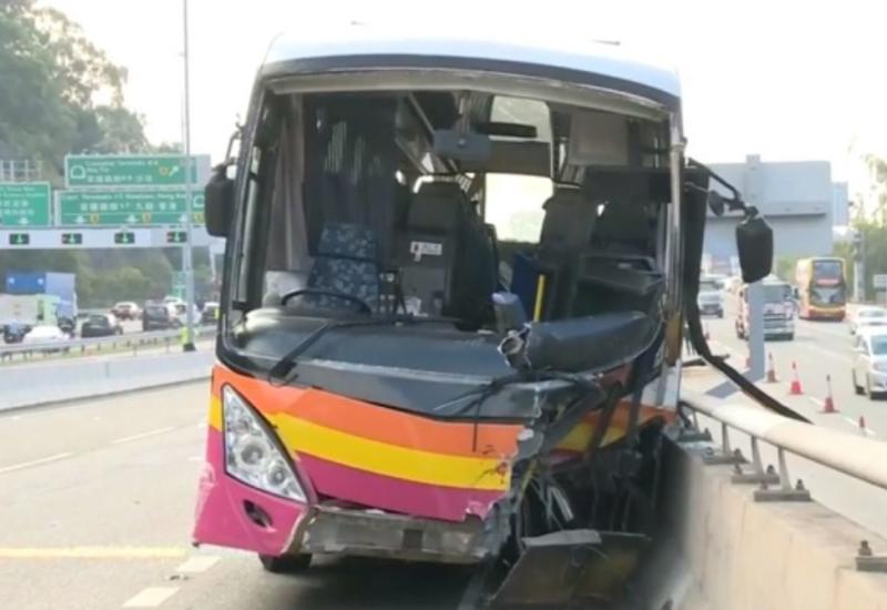В Гонконге столкнулись пять автобусов, десятки раненых
