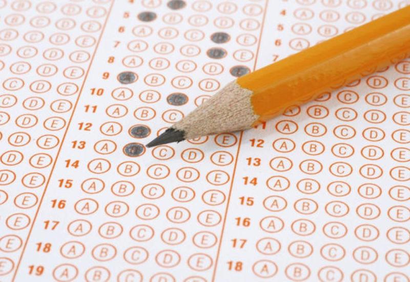 11-классники в Азербайджане сдают экзамен