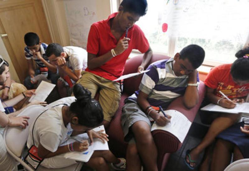 На Шри-Ланке отключили мессенджеры и соцсети