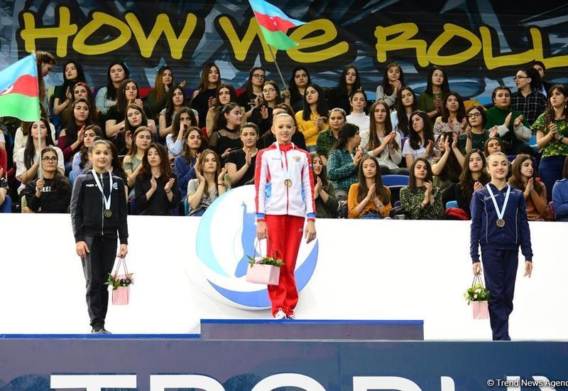 """Азербайджанские гимнастки завоевали три медали: награждены победители AGF Junior Trophy в упражнениях со скакалкой, мячом, булавами и лентой <span class=""""color_red"""">- ФОТО</span>"""