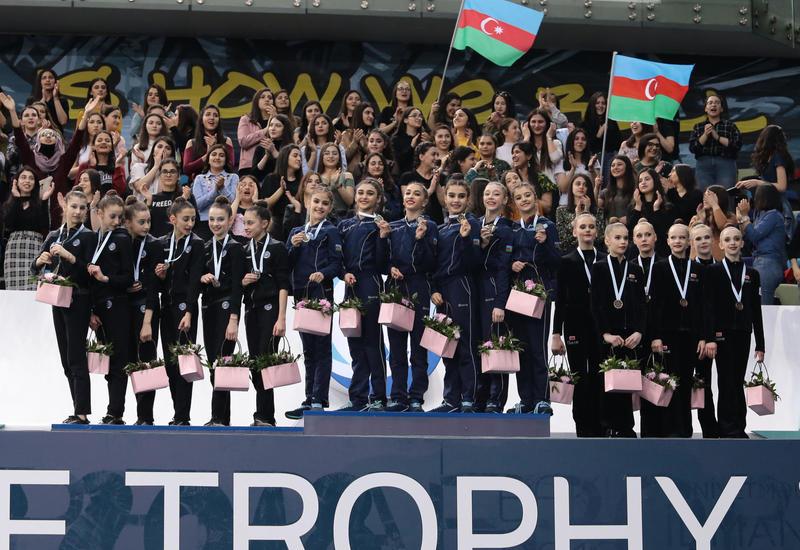 """У Азербайджана «золото» и «серебро»: в Баку награждены победители AGF Junior Trophy среди команд в групповых упражнениях с пятью обручами и пятью лентами <span class=""""color_red"""">- ФОТО</span>"""