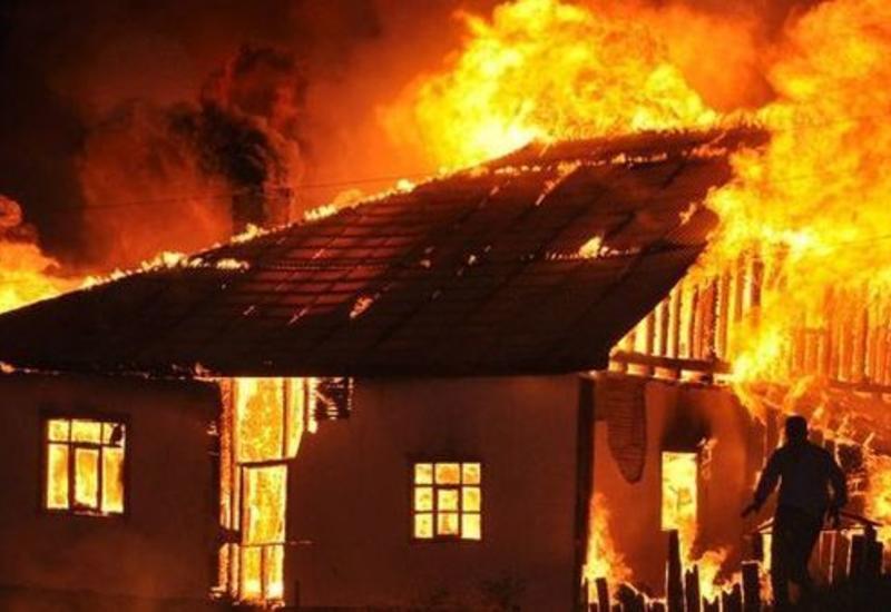 Страшный пожар в Баку, мужчина сгорел заживо
