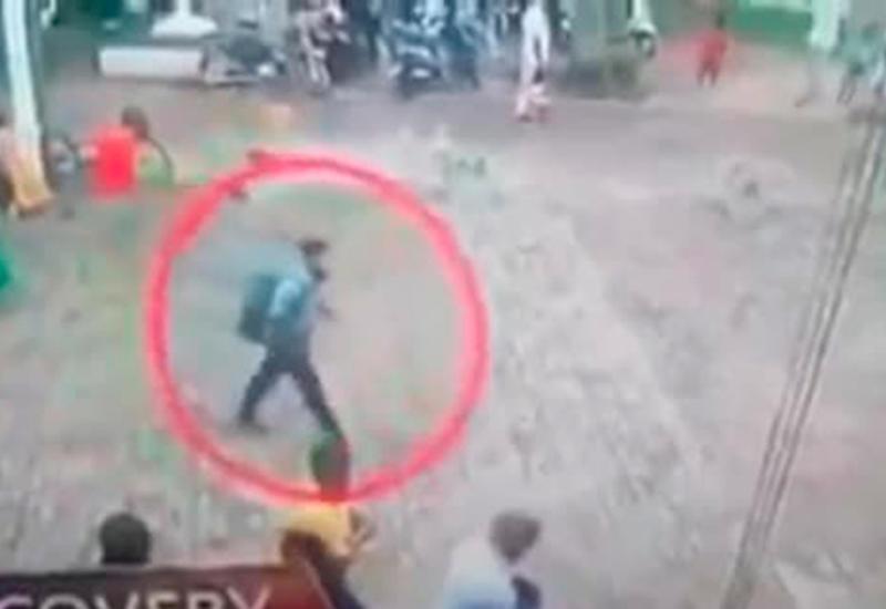 """Появилось видео с предполагаемым террористом перед взрывом на Шри-Ланке <span class=""""color_red"""">- ВИДЕО</span>"""