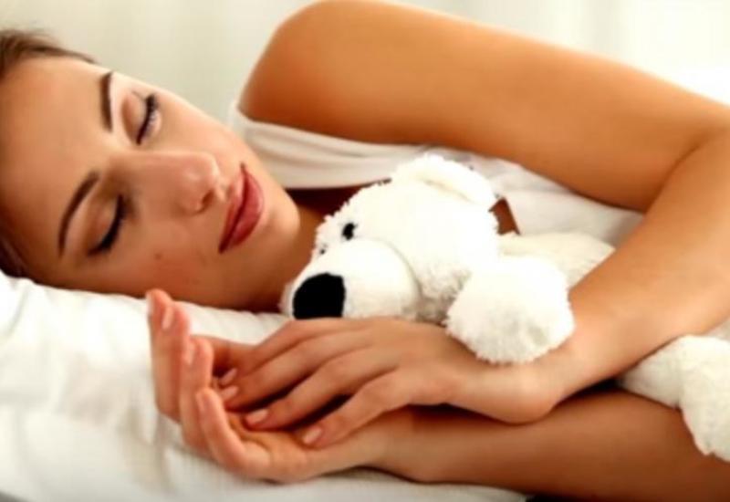 На каком боку полезно спать для здоровья?