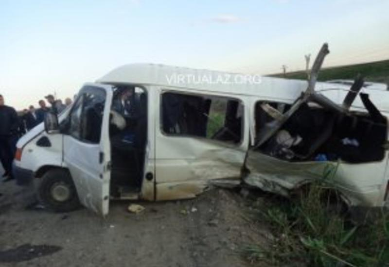 Salyanda mikroavtobus qəzaya uğradı, 8 nəfər xəsarət aldı