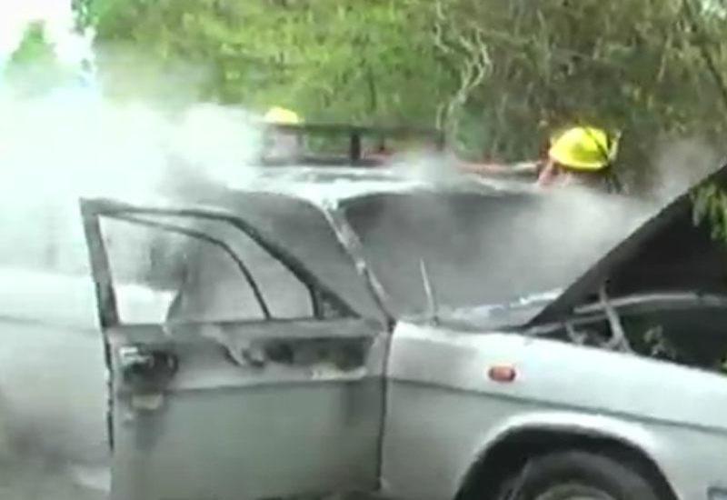 Hərəkətdə olan avtomobil alışıb yandı - VIDEO
