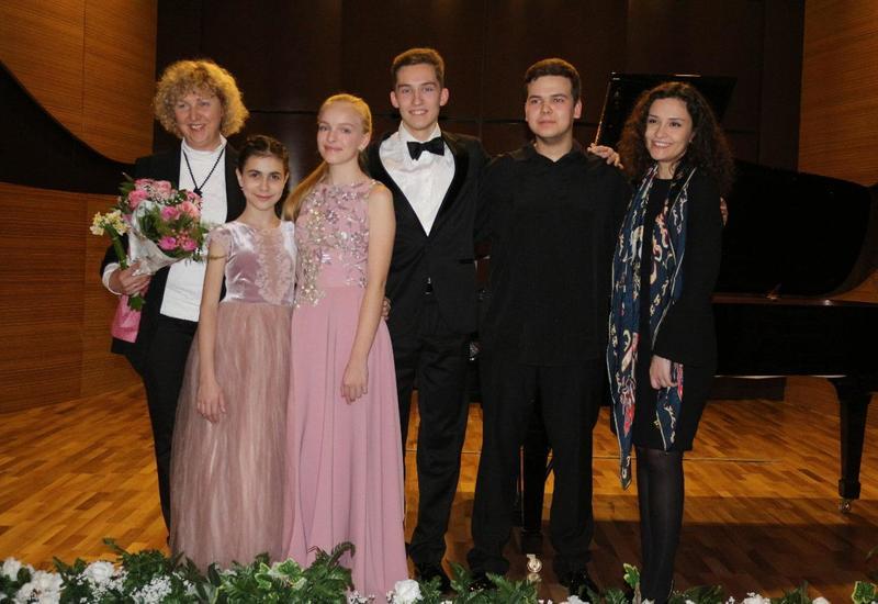 """Российская пианистка: Выхожу из самолета в Баку – и чувствую себя счастливой <span class=""""color_red"""">- ФОТО</span>"""