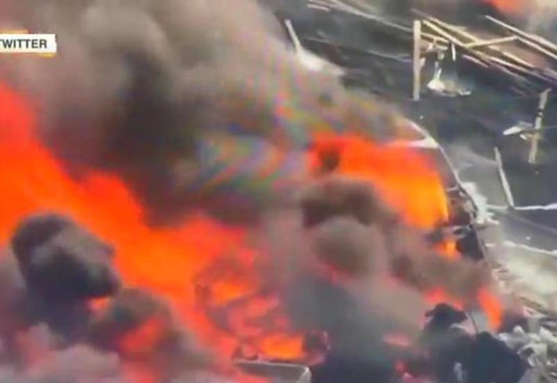 """Море огня: пожар на шоссе после массового ДТП в США попал на камеры <span class=""""color_red"""">- ВИДЕО</span>"""
