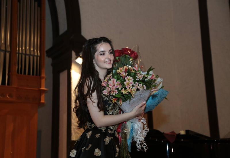В Кирхе состоялся сольный концерт молодой вокалистки Исламы Абдуллаевой