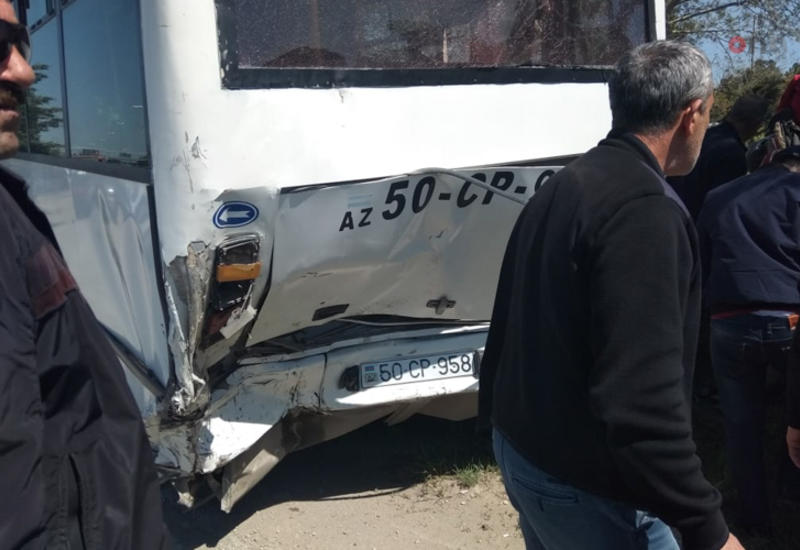 Страшная авария с участием автобуса в Баку, много пострадавших